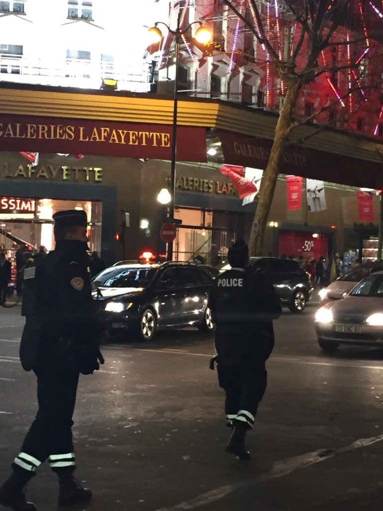 Polizei in Paris anch dem Attentat