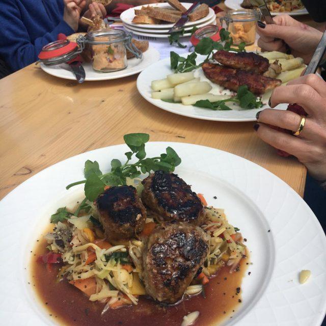Asiatische Fleischkchle und Spargel mit Saltimbocca weinberbergundtal fahrtindensueden Weiterlesen