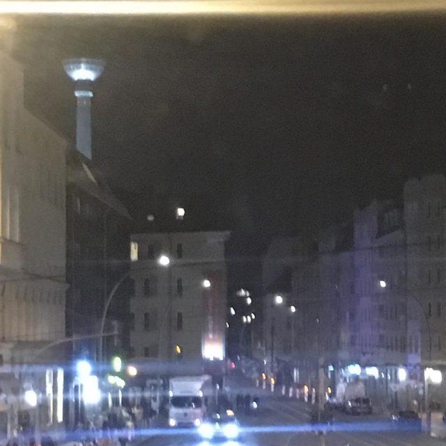 Hallo Berlin aus Hotelzimmer berlin Weiterlesen