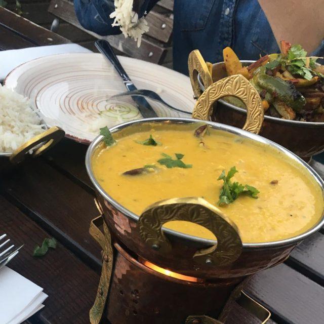 Kovakkai Mezhukuyarati Krbis und Kokosnussscheiben und Paruppu Curry Linsencurry masalaempirehellip